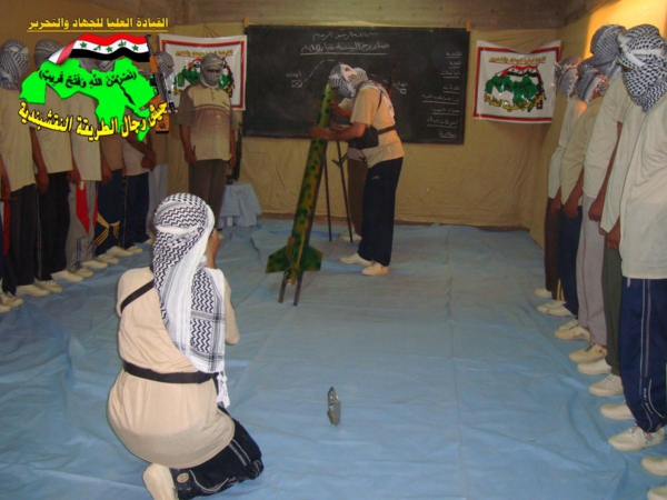 جيش النقشبندية قصف مقر للعدو الأمريكي بـ3 صورايخ البينة المطور 11-8-2013 249
