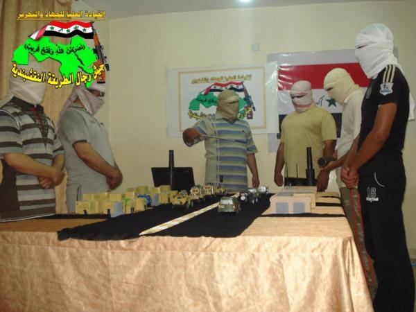 جيش النقشبندية قصف مقر للعدو الامريكي بصاروخي الحق بتاريخ 15-8-2013 278